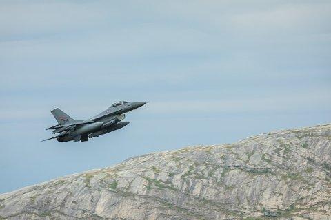 Norges kampfly F-16 skal erstattes av nye F-35. Nå skal Forsvare kartlegge forskjellene i støy. Dette gjelder også for dyr.