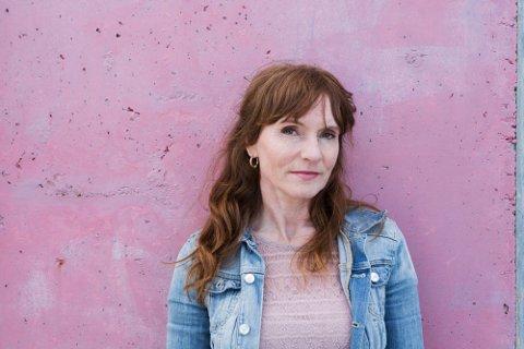 Anki Gerhardsen sier at hun etter samtaler med publikum og fagpersoner angrer på treeren hun kastet til Festspillenes åpningsforestilling.