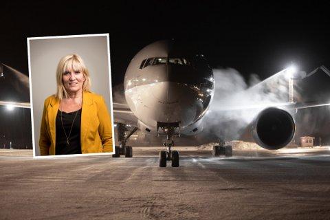 VIL BEHOLDE: Harstad-ordfører Kari-Anne Opsal vil tromme sammen krefter for å berge lakseflyenes eksistens på Harstad/Narvik lufthavn, Evenes. Her er et av Qatars Boeing 777-300, som får is fjernet fra vingene før avgang fra Evenes.