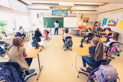 Kanebogen skole, lærer Lise Torheim med sin andreklasse.