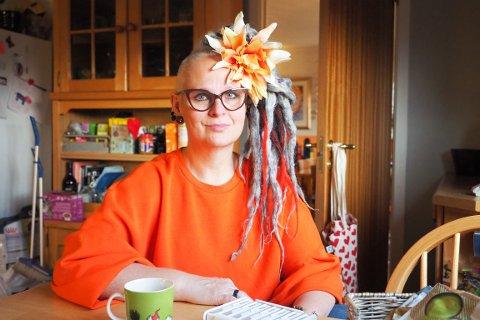 LEVER MED MS: — Når folk lurer på hvordan vi kan leve med MS, er svaret enkelt: Vi har ikke noe valg, sier Hege Elisabeth Heia-Gideonsen (51).
