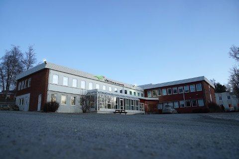 Vårtun kristne oppvekstsenter i Levanger holder stengt for elever fredag. Barnehagen er åpen som vanlig.