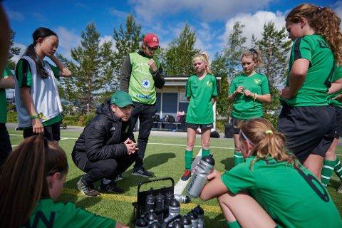 HOVEDTRENER: Stig Gøran Brenne har de siste årene hatt et stort engasjement rundt jentefotballen i Skogn IL. Nå blir den tidligere LFK-helten hovedtrener for LFKs nye damelag. Her fra Storsjöcupen 2019.