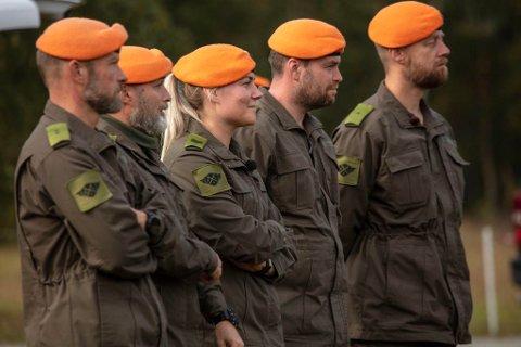 BEFAL: 24 år gamle Mari Thorsen fra Levanger er en av fem befaler i TV 2-programmet «Kompani Lauritzen».