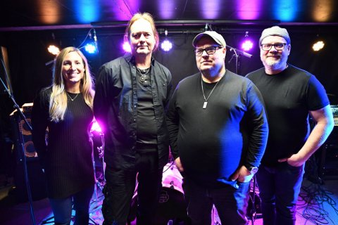 PREMIEREKLARE: Scott Nation debuterer live langfredag på Vårt Hjem. Fra venstre: Tone Nordholmen Berge, Erik Svendsgaard, Frank Scott og Ingar Frelsøy.