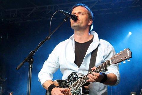 EN VETERAN: Åtte album på 16 år 35 konserter i året. Geir Engen har markert seg stadig sterkere som gitarist, låtskriver og vokalist.