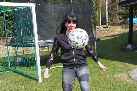 BALLFRELST: Kjersti Nordberg (39) er kanskje mest kjent som tidligere skiløper på juniorlandslaget, men hun ble frelst på fotball lenge før det.