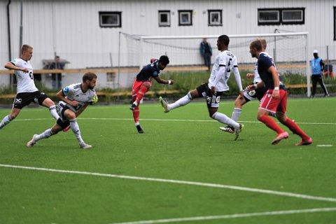 FLOTT MÅL: Her dunker Mathusan Sandrakumar inn 1-0 for LFK
