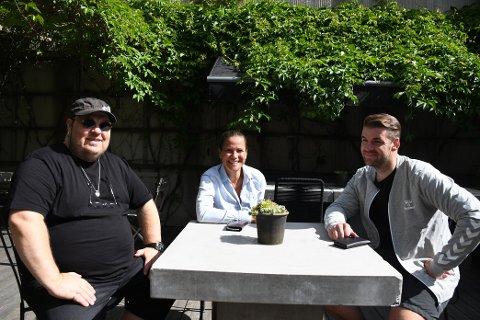 GLEDER SEG: Frank Scott, Monica Renbjør og Thomas Selseth i Bakgårdsfestivalen er godt fornøyd med billettsalget så langt.