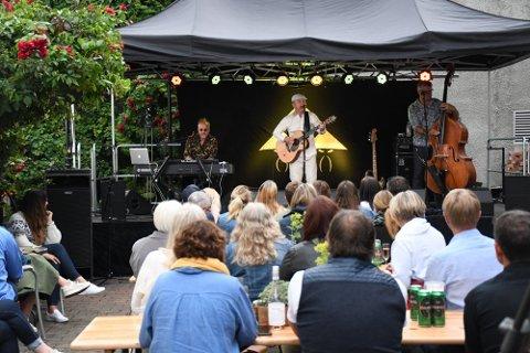 Tre Små Kinesere åpnet den første Bakgårdsfestivalen i Levanger i bakgården på Fenka i fjor. Kineserne kommer tilbake også til årets festival, men må kanskje belage seg på regn.
