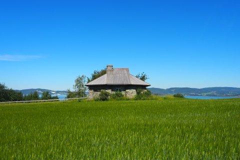 KULTURSMYKKE: Den gamle vindmølla på Skånes er unik, og kanskje den eneste i sitt slag som står igjen i Trøndelag.