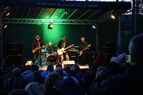 LEVERTE: Det var god stemning og fin musikk under konserten til Valentinerne på Vatn Bistro lørdag kveld.