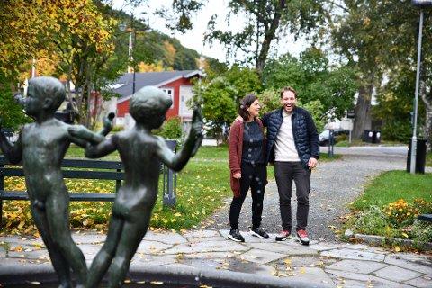 Camilla Støre og Asmund Saure Hagen i kommunens arrangementsavdeling inviterer til førjulsmartna i sentrum.