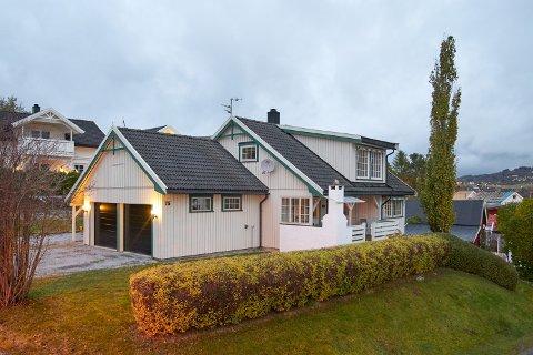2.950.000: Hyllavegen 75 på Røra i Inderøy er solgt for kr 2.950.000 fra Clara Merete Haugseth og Per Leo Haugseth til Odd Harald Setså og Turid Holmstrand.