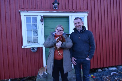 GÅRDSMAT: Toril Nordtug og Per Annar Skogset åpner gårdsmatutsalg  i stabburet på Skogset gård.