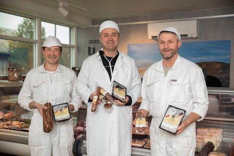 Inderøy Slakteri har gjennom årene utviklet et bredt, prisvinnende produktspekter. Fra venstre: Svein Harald Kirknes, Håvard Gausen og Steinar Susegg.