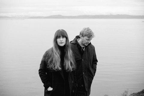 FIN DAG: Nå presenterer Ida Jenshus og Rasmus Rohde den nydelige singelen«Fin dag». Sangen som ble skrevet på et hotellrom på en turné for noen år sidenogble spilt inn sommeren 2020.