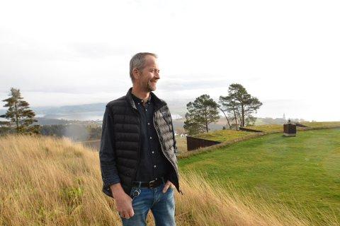 PÅ HØYDEN: Frode Sakshaug gleder seg til å komme i gang med byggingen av en skybar på taket til Øyna Kulturlanskapshotell.