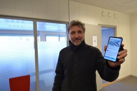 Bjørnar Skjesol, styremedlem i Inderøy Idrettslag oppfordrer alle sine medlemmer til å laste ned appen Spoortz for å få betalt medlemskontingenten  på enkleste måte.