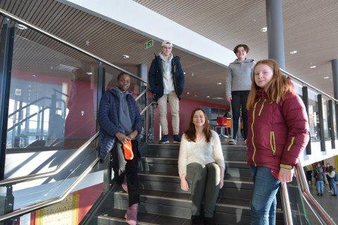 IBSM: Denne gjengen vil jobbe for at skolen skal være et inkluderende miljø. F.v Hawaa Abdallah,  Mads Ludvik Bøhmer,  Liv Signe Munkeby, Oda Stornes Nyborg og Bettina Vesterås.