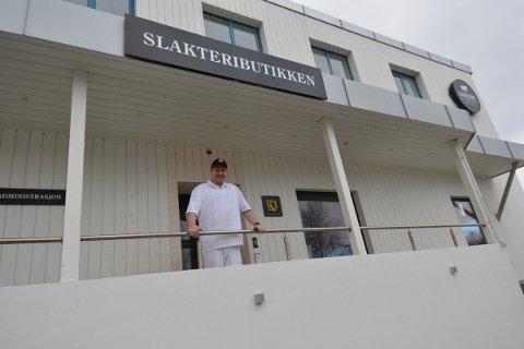 REÅPNER: Fredag kan Henning Nørholm ønske kundene  velkommen til butikkåpning i nyoppussede  lokaler på Straumen.