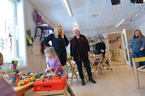 STOLT: Heidi Henriksen, enhetsleder barnehage Inderøy kommune (i midten) er stolt over at både kommunale og private barnehager i Inderøy scorer høyt på foreldreundersøkelsen.