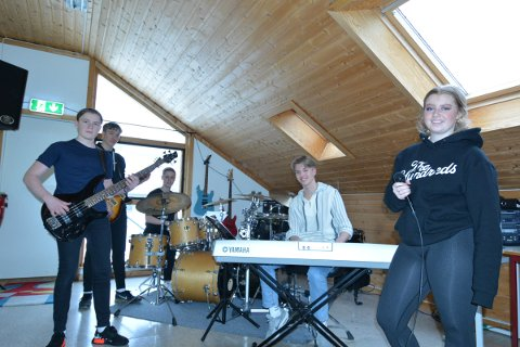Elias Gravdal,August Iversen, Jens Ole Aarmo, Magnus Strand og Maja Lindsetmo i bandet uten navn, deltar på UKM 2021 Inderøy