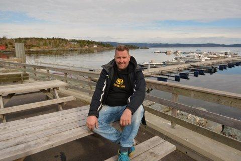 POPU: Trond Asgeir Lyngstad er en av kokkene som skal sørge for mat til turrister og fastboende i Inderøy i sommer med sin popp opp restaurant i Skjelvågen.