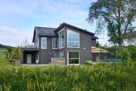 5.350.000: Bålhaugvegen 17 på Hylla i Inderøy er solgt for kr 5.350.000 fra Ingvill Rotmo og Ole Johnny Hongseth til John Martin Austad og Tonje Austad.