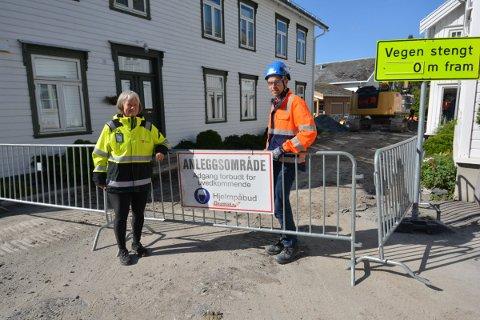 STENGT: Sidsel Bryne, enhetsleder kommunalteknikk i Inderøy kommune og Hans Kristian Musum, prosjektleder i Skanska forteller at Jostubakken nå vil bli helt og delvis stengt i flere uker framover.