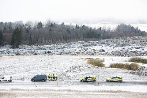 STORT OPPBUD: Letemannskaper er i gang ved jordraset i Sørum.