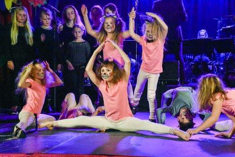 Kulturskolen i Aurskog-Høland kommune satte opp sin egen versjon av Alice i Eventyrland, og spilte to fullsatte forestillinger.