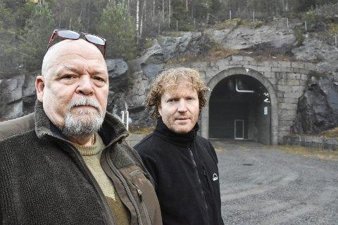 KRITISKE: Geir Olsen i Aurskog-Høland Sp (t.v.) og Sigbjørn Gjelsvik i Sørum Sp er kritiske til IFEs håndtering av radioaktivt avfall i Himdalen. Nå stiller Gjelsvik kritiske spørsmål til statsråden.