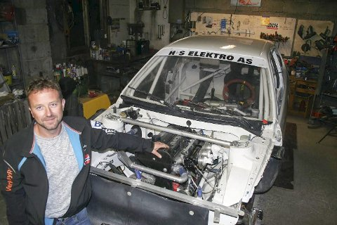 MOTIVERT: – Nå får jeg en bil som jeg vet er konkurransedyktig, sier Thomas Tørnby som bytter ut Volvoen med en Toyota. Foto: Trym Helbostad