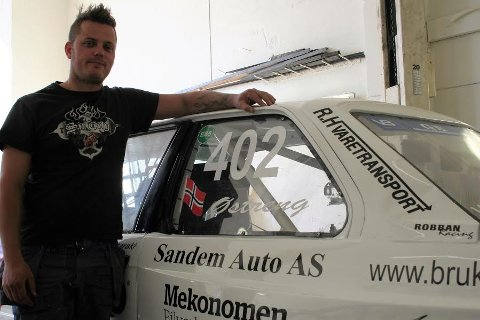 Det blir en svært spennende sesongavslutning i rallycross-NM for Hans-Jøran Østreng, som fortsatt leder knepent sammenlagt.