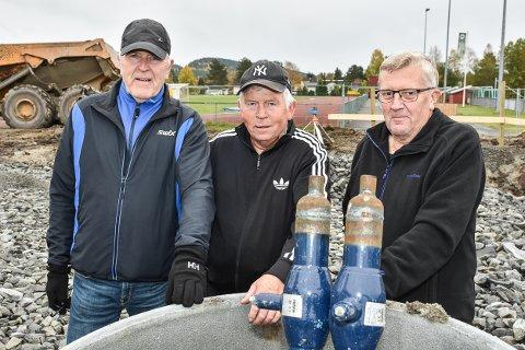 Denne trioen er klare for dugnad på BSFs ny klubbhus. Fra venstre: Lars Walter Andersen, Johnny Holtet og Dagfinn Nordby.