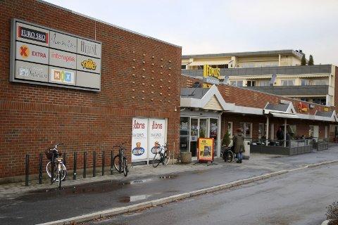 Utvikles: Selskapet Urbanium, som eier Fokus Butikksenter på Sørumsand, har planer om både leiligheter og utvidelse av senteret.Foto: Torill Funderud