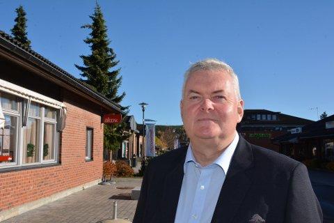 NEDGANG: Administrerende banksjef John Sigurd Bjørknes i Høland og Setskog Sparebank leverer lavere overskudd enn i fjor. Det er som forventet.