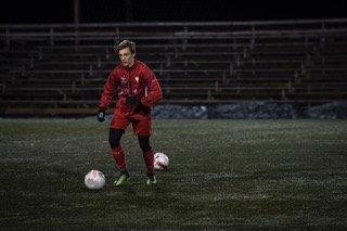 Sebastian Cotrau kom til Norge for seks år siden. De siste årene har han spilt for Sørumsand IF. Nå venter landslagsfotball for Romania i desember. Foto: Anders Stensås