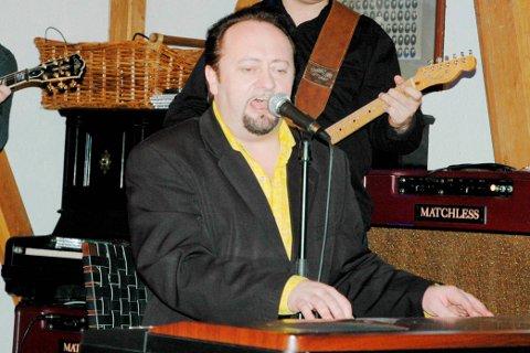 Klar for løken: Stephen Ackles skal servere Elvis-låter i Løken kirke sammen med Vidar Busk og Paal Flaata under musikkfestivalen.