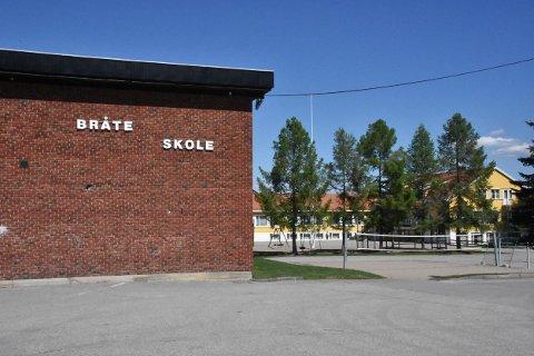 Én stor ungdomsskole i bygda er ikke tema, ifølge Sp, Høyre, Frp og KrF, som utgjør det politiske flertallet. Dermed skal ungdomstrinnet på Bråte  og de andre skolene bestå.