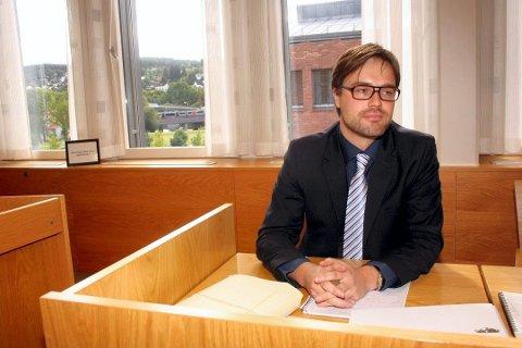 FORSVARER: Advokat Simon L. Stende forsvarer den ene av de to tiltalte i saken.