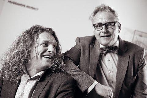 GLADGUTTER: Trond Nagell Dahl (t.v.) og Anders Wentzel blir beskrevet som musikk-Norges svar på Pernille og Mister Nelson. Onsdag 22. august spiller de i den nye kultursalen i Bjørkelangen skole.