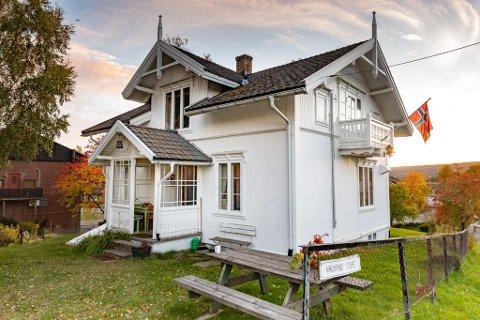 Valstad Café ble flyttet fra Valstad i Skedsmo til Sørumsand i 1909. Kafeen representerer over 100 år med unik Sørumsand-historie.