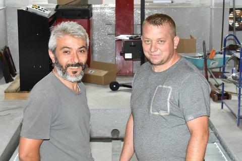 GOD START: Innehaver Ismail Parlar (t.v.) og mekaniker Piotr Kaczmarz har hatt en god start med Løken Bilservice AS.