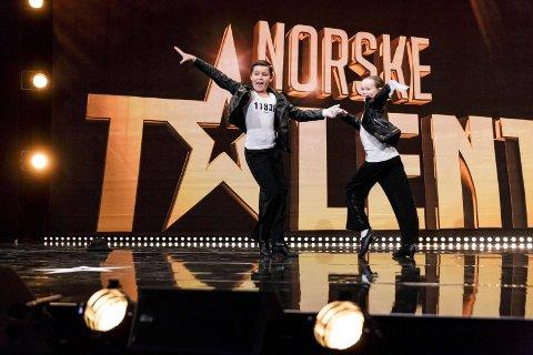 PÅ FJERNSYNET: Edvard Braathen Nes fra Bjørkelangen og Stine Finholt fra Fjellhamar er med i Norske Talenter i kveld.