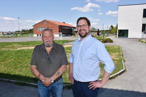 NY SKOLE: Varaordfører Geir Olsen (Sp, t.v.)) og ordfører Roger Evjen (Ap) mener arbeidet med ny skole på Aursmoen må i gang snarest.