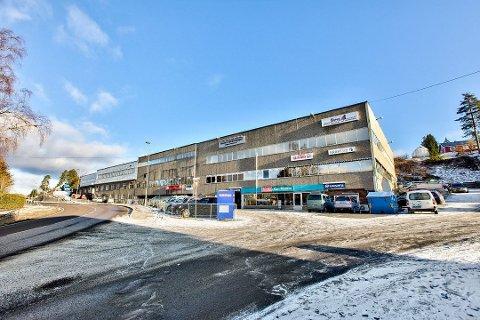 Solgt: 12 av 14 seksjoner i landemerket Ekebergbygget i Fet har fått ny eier.