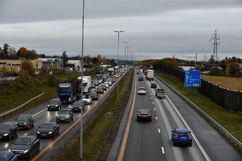 KØ: Det er massivt med kø på E6 på Romerike torsdag morgen.