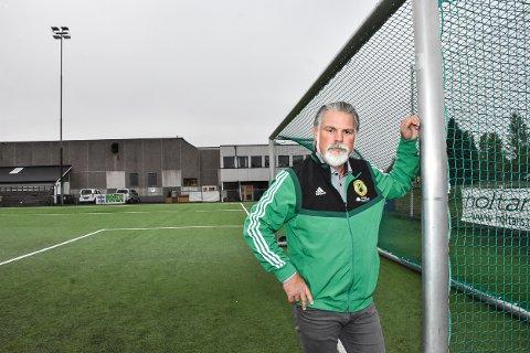 Leder Sveinung Green i Aurskog-Finstadbru Sportsklubbs fotballgruppe tar et oppgjør med kritikken etter nedrykket.